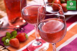 Cách làm rượu dâu tây