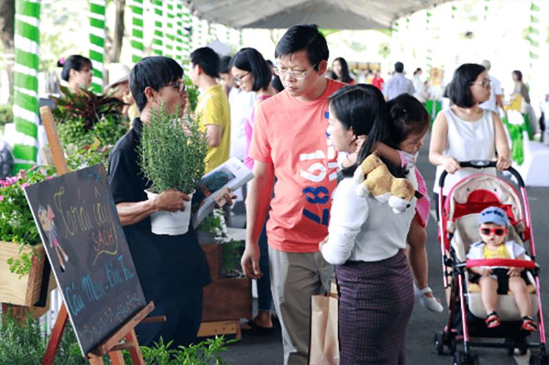 Hàng nghìn người tại TP.HCM tham quan mua sắm sản phẩm xanh